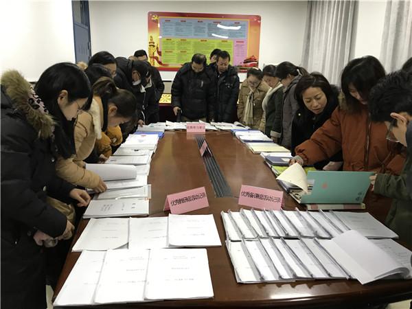 西安汇知中学举办教师读书笔记及教案展评活动.jpg